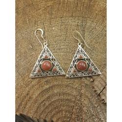 Pyramid formad, Röd sten,...